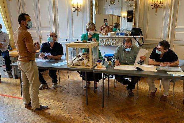 Le bureau de vote de la mairie de Montauban, dimanche 28 juin.
