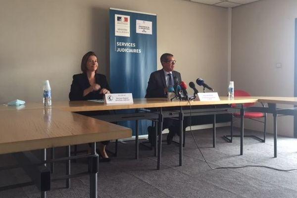 Magali Caillat, Directrice Interrégionale de la Police Judiciaire à Dijon et Eric Mathais, procureur de la République, lors de la conférence de presse à la cité judiciaire de Dijon, samedi 20 juin.