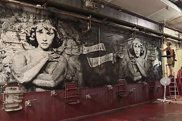 L'artiste Yz peint une fresque poétique pour un vin rouge - 5 août 2017
