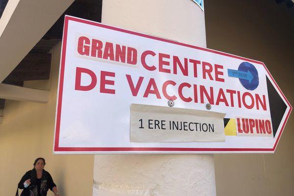 A Lupinu, plus de 800 personnes sont vaccinées chaque jour.