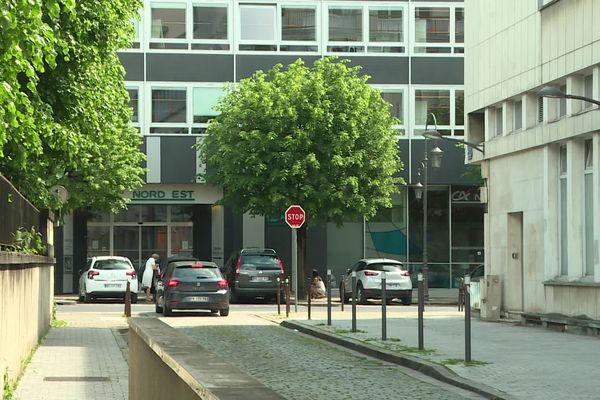 La rue Henri-Menu à Reims, dans le centre-ville, à deux pas de la cathédrale, le 2 juin 2021.