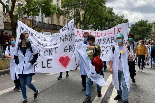 Manifestation du personnel soignant dans les rues de Bordeaux le 16 juin 2020.