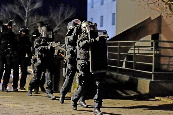 Une série d'interpellations menées par la police, le Raid et la BRI ce mardi 14 janvier dans le quartier Planoise à Besançon.