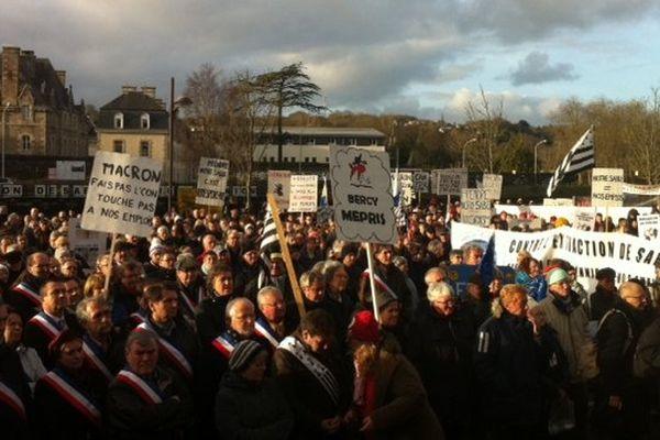 Plusieurs milliers de manifestants à Lannion contre le projet d'extraction de sable