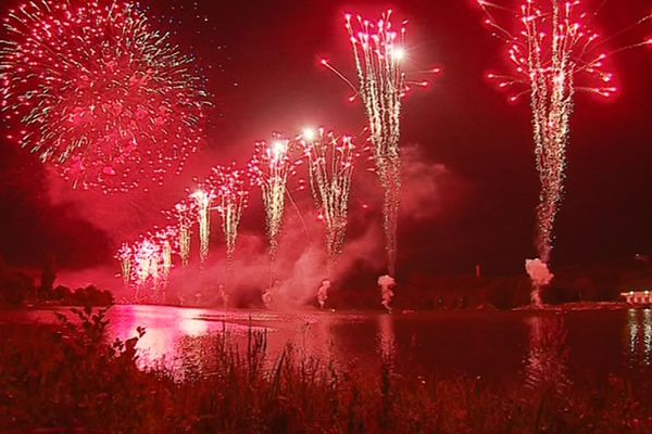 Le feu d'artifice du Lac Kir à Dijon, le 14 juillet 2018.