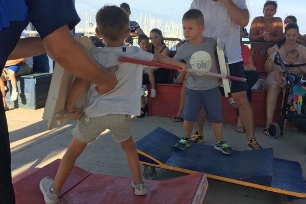 Il n'y a pas d'âge pour jouer aux joutes, à l'école de Sète, ils s'entraînent dès trois ans - 22 août 2018
