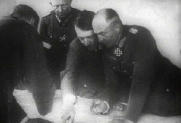 Adolf Hitler et son Etat-major.