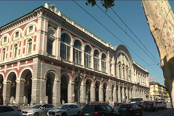 La via Nizza, à Turin, marque l'arrivée de la route royale 