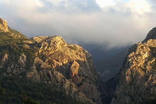 Les montagnes corses, photo prise près d'Orcana, en Corse-du-Sud