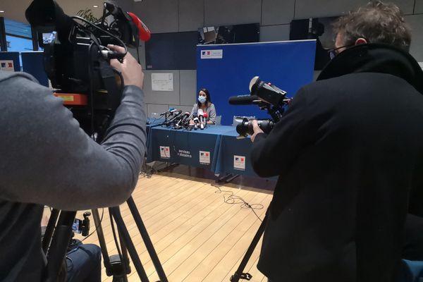 Me Kelly Monteiro, avocate de la famille Dartois, lors de la conférence de presse, à Grenoble, ce jeudi.