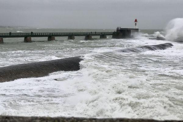 La tempête Bella va déferler sur près de la moitié de la France dans les jours à venir.