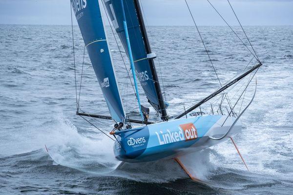 Le bateau de Thomas Ruyant victime d'une avarie sur son foil babord
