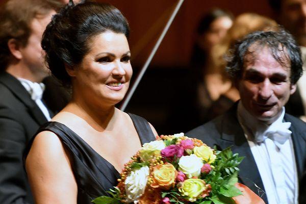 La soprano russe Anna Netrebko à l'issue de la première d'Adriana Lecouvreur à Salzbourg (Autriche) le 28 juillet 2019.