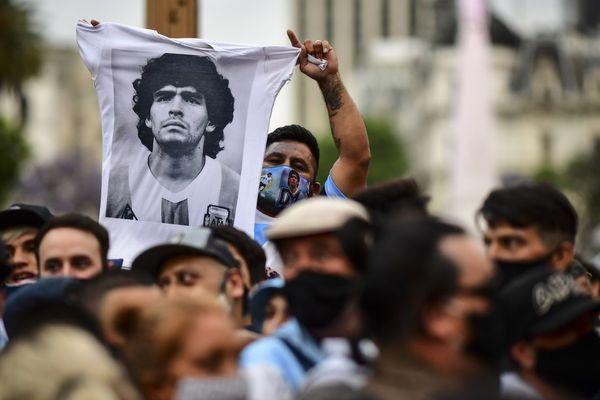 Diego Maradona est mort le 25 novembre à l'âge de 60 ans, ce qui a succédé de nombreux hommages.