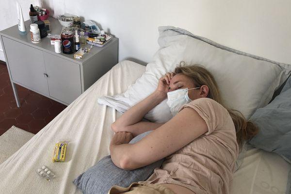 """Les malades à """"domicile"""" atteints du covid-19 font face à une multitude de symptômes. En Picardie, des dizaines de milliers de personnes ont été infectées par le coronavirus."""