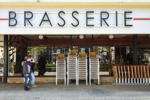 Les bars et restaurants resteront fermés après le 1er décembre.