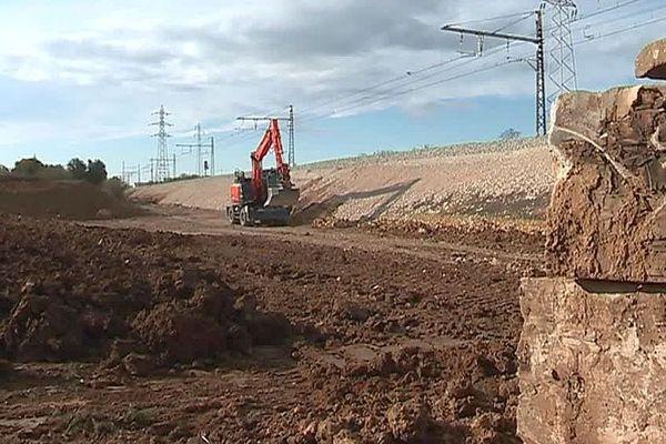 Villeneuve-lès-Béziers (Hérault) - la voie ferrée entre Agde et Béziers reconstruite après les inondations d'octobre - 18 novembre 2019.