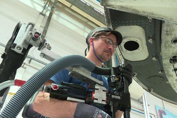 Bras zéro gravité expérimenté dans une usine d'Airbus à Nantes
