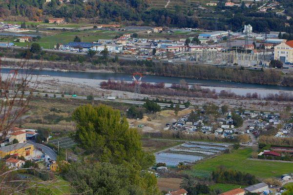 La prison devrait être implantée aux Iscles, entre la Gaude et Saint-Laurent-du-Var, selon un projet gouvernemental.