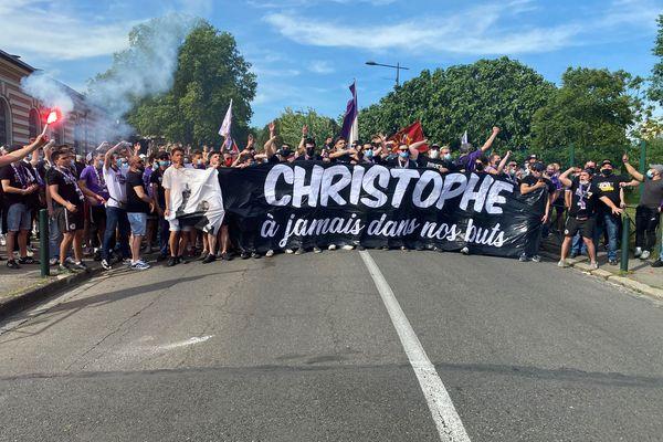 D'après la police, les supporters du TFC étaient près de 300 samedi 8 mai 2021, avant le match TFC/Caen, pour rendre hommage à Christophe Revault.