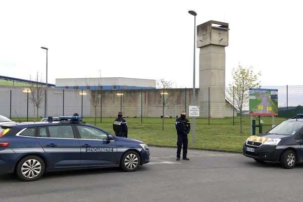 Au centre pénitentaire de Vezin-le-Coquet près de Rennes, deux groupes de détenus ont refusé de remonter de la promenade