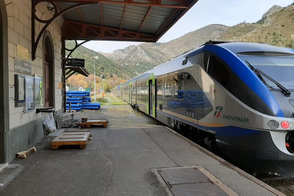Le train italien en gare de Tende le 29 octobre