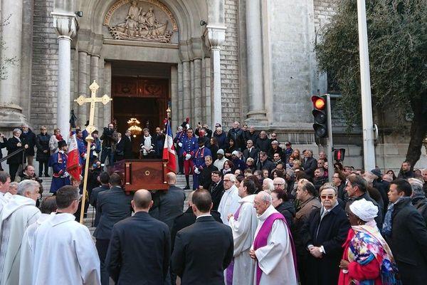 L'arrivée du cercueil de Jeanne Augier, décédée à l'âge de 95 ans.