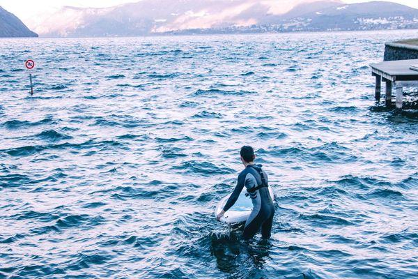 Julien Segretain s'entraîne trois fois par semaine sur le lac du Bourget