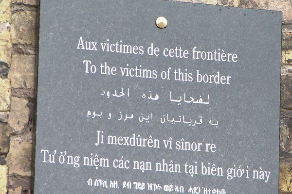 Inauguration d'une plaque à la mémoire des exilés, victimes des frontières de notre littoral