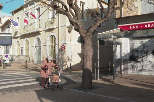 Depuis le mois d'octobre, le rideau du Café de la Place à Alignan-du-Vent reste baissé.