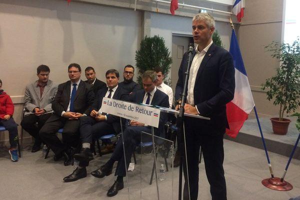 """Laurent Wauquiez fait campagne pour la présidence des Républicains avec le slogan """"La droite de retour"""". Il était ce samedi à Lisieux."""
