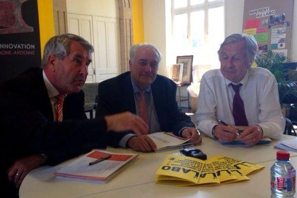 De gauche à droite : Philippe Richert, président du conseil régional d'Alsace - Jean-Paul Bachy, président du conseil régional de Champagne-Ardenne et Jean-Pierre Masseret, président du conseil régional de Lorraine en conférence de presse à Châlons-en-Champagne.