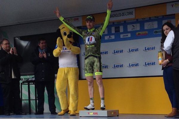 Le coureur français (Armée de Terre) Benoit Sinner vainqueur de l'étape autour de Bagnoles-de-l'Orne