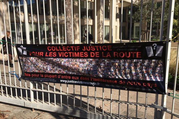 Montpellier - banderole sur le palais de justice et manifestation du collectif pour les victimes de la route- 26 octobre 2020.