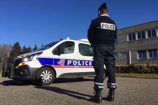 """Les policiers se sont déployés en nombre, jeudi 29 octobre, dans le 8e arrondissement de Lyon : un homme menaçait """"de s'en prendre à des gens après avoir entendu des voix"""". Photo d'illustration."""