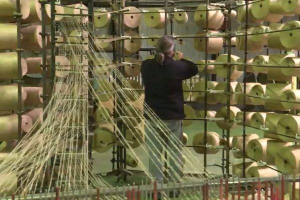 Aux tissages du Ronchay, le lin fait son retour sur une ligne de production