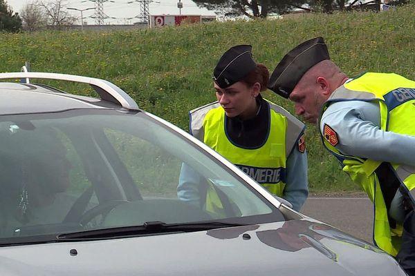 Montpellier - contrôle de gendarmerie pour le confinement - mars 2020.