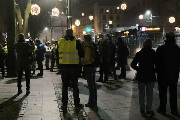 Les gilets jaunes s'étaient donné rendez-vous à 23 heures, dans le centre-ville de Toulouse, place Esquirol