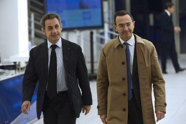 L'ancien chef de l'Etat Nicolas Sarkozy en compagnie de Bruno Retailleau, candidat de l'union de la droite aux prochaines régionales en Pays de la Loire. (photo du 2 décembre 2014)