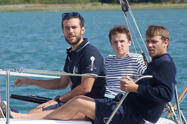 L'équipage Cap à l'Ouest : Louis de Laromiquière, Thomas Boüan et Benjamin Ferré