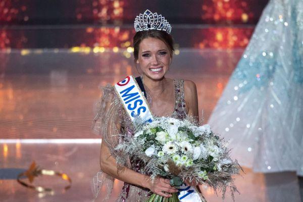 Amandine Petit, notre miss Normandie, devient Miss France le 19 décembre 2020.