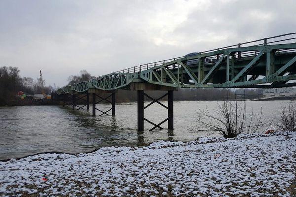 Le pont sur la Moselle à Cattenom va être rénové. Ses travées proviennent du Débarquement de 1944.