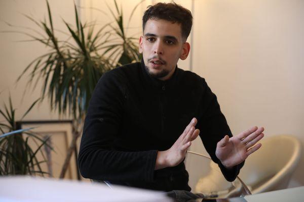 """Ce jeune homme, filmé à son insu, a porté plainte à Nice pour """"discrimination raciale"""" à la suite de la diffusion sur Netflix du film """"Sentinelle""""."""