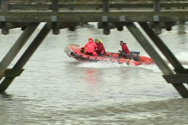Une vingtaine de personnes sont intervenues pour venir en aide aux personnes isolées par la marée