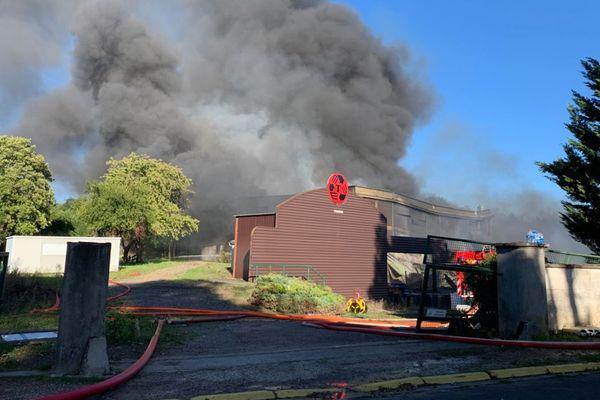 Un incendie s'est déclaré à l'usine Traidib dans un entrepôt de stockage de déchets plastiques. L'entreprise est situé à 50 km de Bourges.