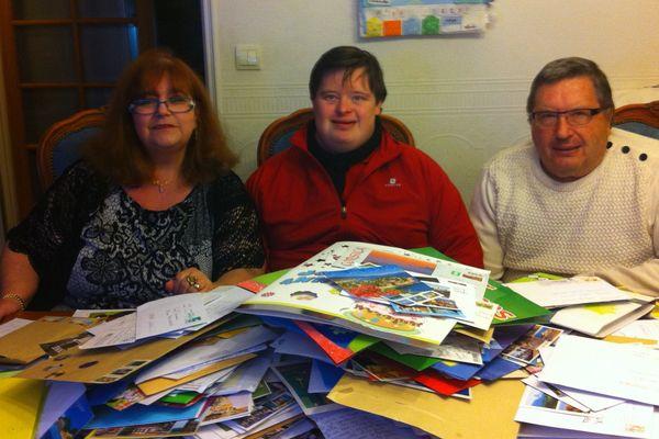 Manuel Parisseaux, bientôt 30 ans, a reçu 15 000 cartes postales grâce à un appel posté sur facebook par son père.