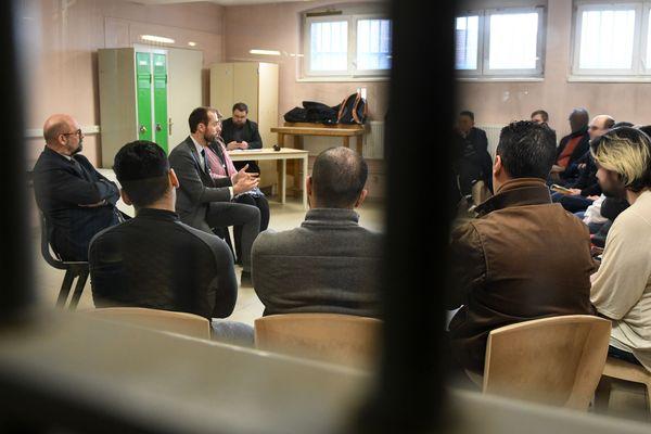 Une dizaine de détenus a participé au Grand débat national depuis la prison de Douai.