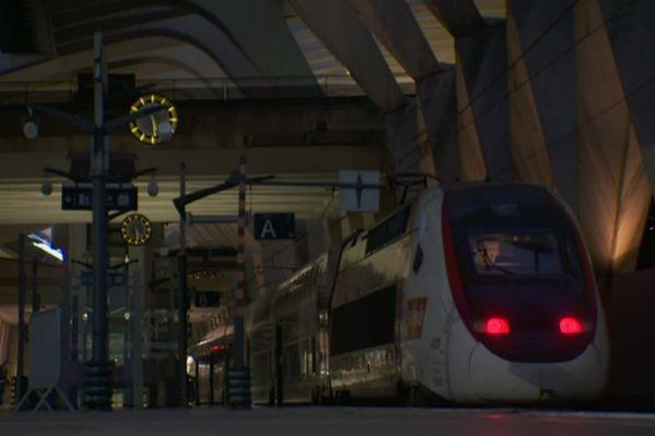 Le TGV était parti de la Gare de Lyon à 19h41 et devait arriver à 22h41 à Grenoble
