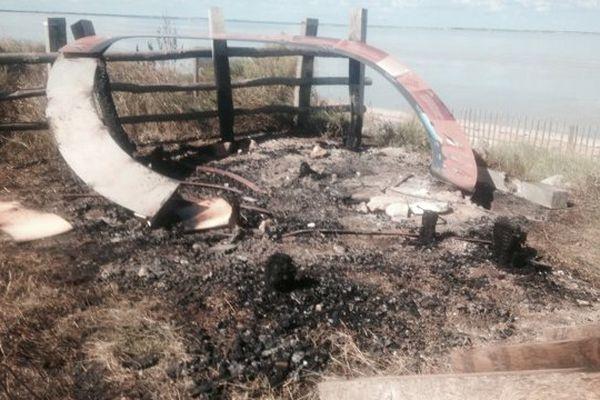 La plateforme de la LPO après l'incendie.