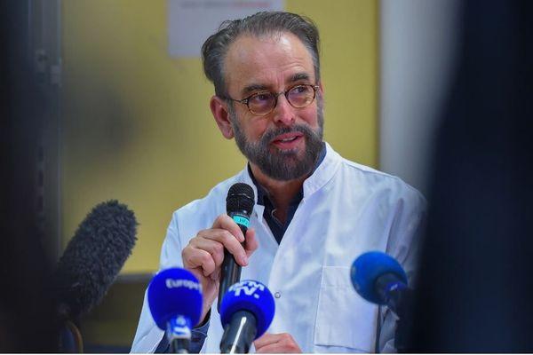 """Le Pr Denis Malvy, infectiologue au CHU de Bordeaux est, avec le Dr Xavier Anglaret (Inserm et Université de Bordeaux), à l'initiative des essais """"Coverage."""